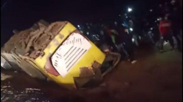 Lambayeque: Al menos dos trabajadores de empresa agroexportadora mueren en accidente de bus