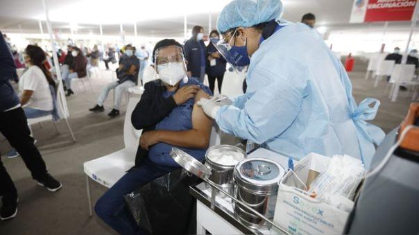 Empresas deben dar licencia a trabajadores que se vacunen contra la COVID-19